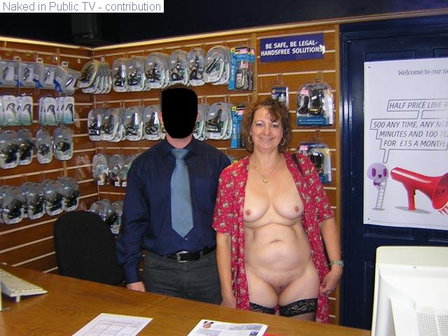 hot-women-nude-in-adult-bookstore